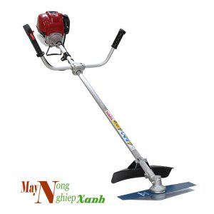 huong dan su dung may cat co cam tay an toan nhat 4 300x300 - Máy cắt cỏ là gì? Cấu tạo và cách sử dụng máy cắt cỏ