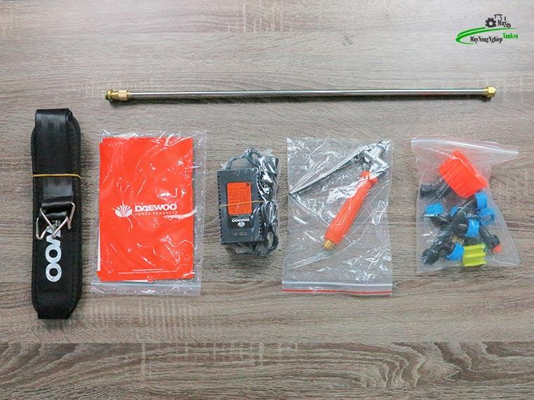 Binh xit dien daewoo 16 lit pin Lithium DAES s2b LT cam 3 - Bình xịt điện Daewoo 16 lít DAES-S2A-LT Pin Lithium 8AH-12V Màu Cam