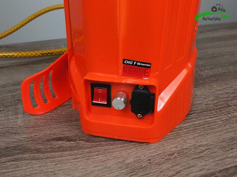 Binh xit dien daewoo 16 lit pin Lithium DAES s2b LT cam 5 - Bình xịt điện Daewoo 16 lít DAES-S2A-LT Pin Lithium 8AH-12V Màu Cam