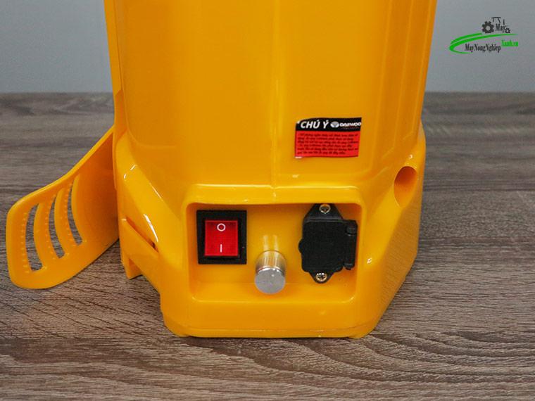 Binh xit dien daewoo 20 lit pin Lithium DAES s3b LT vang 5 - Bình xịt điện Daewoo 20 lít DAES-S3B-LT Pin Lithium 8AH-12V Màu Vàng