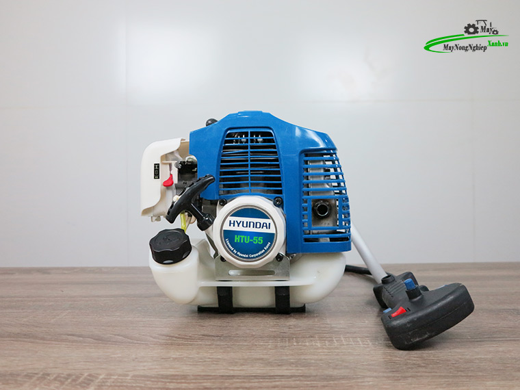 may cat co hyundai htu 55 nong 44 chinh hang 1 - Máy cắt cỏ Hyundai HTU-55 Nòng 44 1.87HP Chính Hãng (Chế Walbro)
