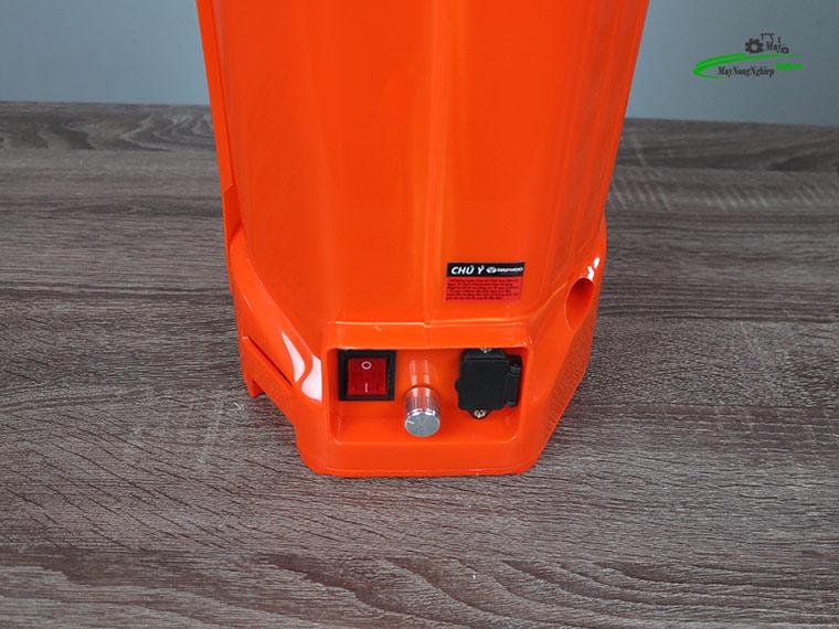 Binh xit dien daewoo 20 lit pin Lithium DAES s3a LT cam 6 - Bình xịt điện Daewoo 20 lít DAES-S3A-LT Pin Lithium 8AH-12V Màu Cam
