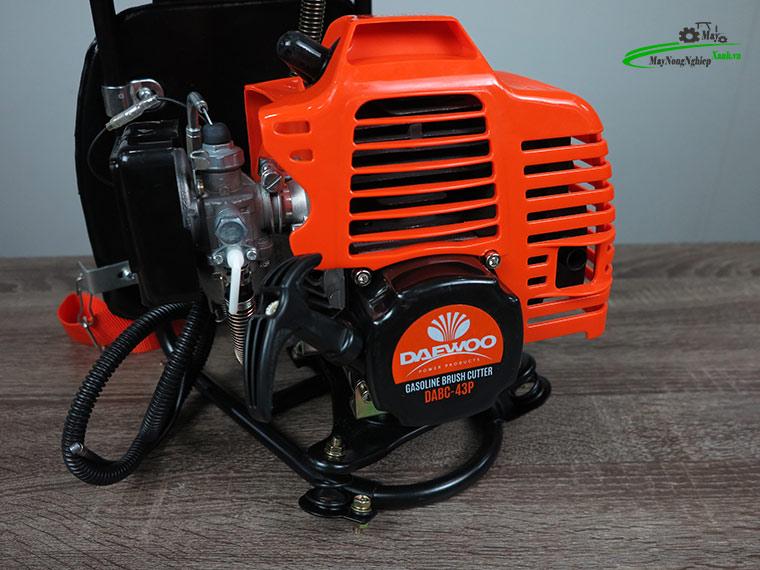 may cat co deo lung daewoo dabc 43P nong 40 5 - Máy cắt cỏ đeo lưng Daewoo DABC 43P Nòng 40 1.25KW Chính hãng